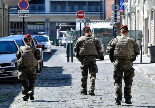 Soldiers of the anti-terror security forces patrol on July 18, 2016 in Bordeaux, southwestern France