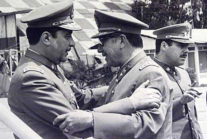 Generals Sergio Arellano Stark and Augusto Pinochet a few hours before the departure of the Caravan of Death