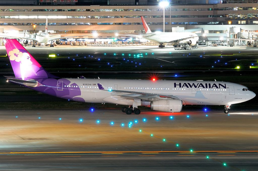 A Hawaiian Airlines Airbus A330-200 at Haneda Airport in 2011