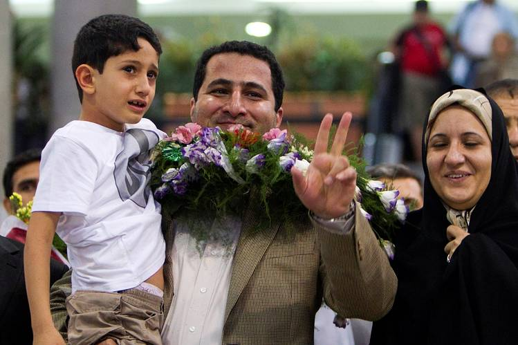 Iranian scientist Shahram Amiri flashes the victory sign as he arrives at the Imam Khomini Airport in Tehran on July 15, 2010 * PHOTO - REUTERS