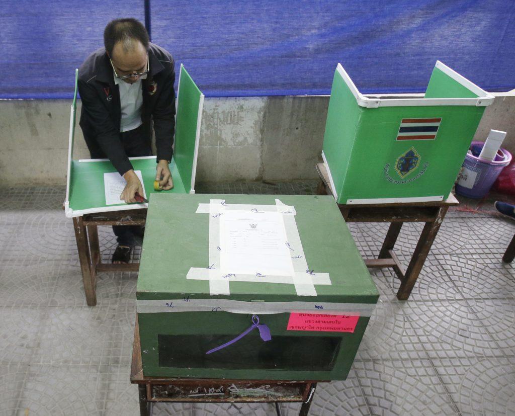 Thais vote in referendum on contested constitution