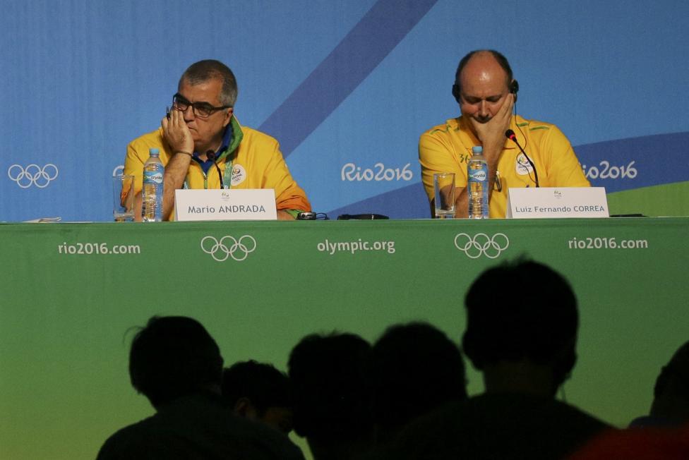 spokesman Mario Andrada (L) and Rio 2016 security director Luiz Fernando Correa speak at a press conference.
