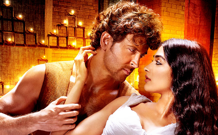 hrithik-pooja-exude-intense-chemistry-in-this-new-poster-of-mohenjo-daro-0001
