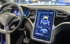 Tesla cars in the US can now read speed limit signs and detect green lights